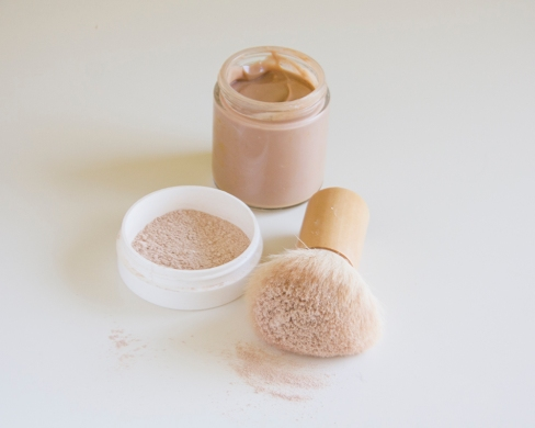 Homemade-Mineral-Foundation-Tinted-Moisturizer-via-@poorandpretty